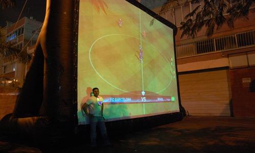 מסך הקרנה מתנפח 6X4.5 מטר באירוע